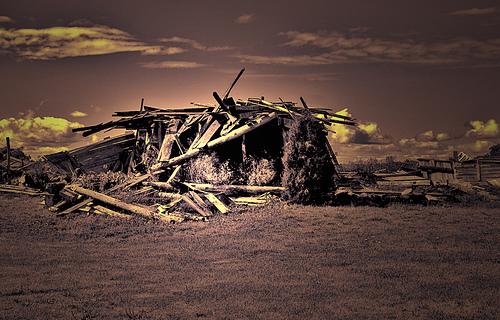 tumbledown barn / kingstongal